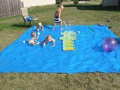 Utilisez une simple bâche à la place d'une piscine