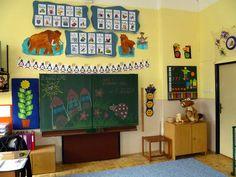 Výzdoba třídy - září 2012 – Třída U Mufa – Webová alba Picasa Classroom Organization, Diy And Crafts, Archive, Gallery Wall, Album, School, Frame, Teaching Ideas, Prom Dresses