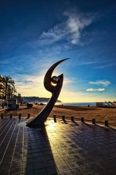 Die Statur am Strand von Lloret de Mar Costa, Hotels, Strand, Places Ive Been, Celestial, Travel, Outdoor, Inspiration, Del Mar