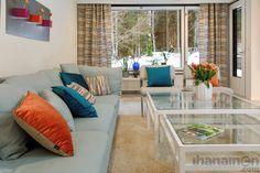Riemua ja raitaa, raikkaita kontrasteja #sisustus #remontti #stailaus #värit #oranssi #sininen #vihreä #modern #olohuone #tekstiilit by #finnishdesign #kangastus #tyynyt #lasi #viherkasvit #magneettinen #ruukku #idea  #magnetic #pots by #kalamitica #livingroom #renovation #interior #design #ihanainensisustus #ihanainencom