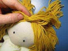 The Project Lady - Fast & Easy way to make Doll Hair with Yarn! Diy Yarn Doll Hair, Diy Rag Dolls, Hair Yarn, Yarn Wig, Yarn Dolls, Sock Dolls, Sewing Dolls, Knitted Dolls, Diy Doll