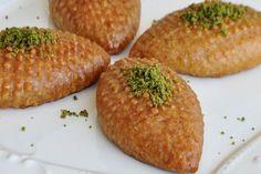 Kalburabastı Tatlısı Tarifi - Güncel Tarif Greek Sweets, Baked Potato, Lemonade, Cravings, Recipies, Ethnic Recipes, Food, Recipe, Recipes