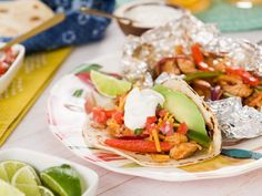 Foil-Packet Chicken Fajitas Bring your favorite restaurant dish home with these personal-sized foil-packet fajitas. They take no time to prepare, clean-up is a breeze and they are totally customizable, so even the pickiest eater will dig in. Chicken Fajita Rezept, Chicken Fajitas, Chicken Recipes, Mexican Dishes, Mexican Food Recipes, Dinner Recipes, Ethnic Recipes, Mexican Meals, Breakfast Recipes