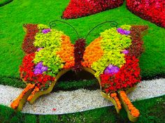 Twelve shapely butterfly designs for your garden landscape. These garden photos might inspire you to add permanent butterflies to your butterfly garden. Beautiful Gardens, Planting Flowers, Flowers, Flower Sculptures, Urban Garden, Garden Design, Garden, Topiary Garden, Garden Art