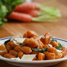 Sweet Potato Gnocchi With Browned Butter And Sage Süßkartoffel Gnocchi Mit Gebräunter Butter Und Salbei Vegan and Vegetarian Veggie Recipes, Pasta Recipes, Vegetarian Recipes, Cooking Recipes, Healthy Recipes, Vegetarian Dinners, Sage Recipes, Cooking Time, Slushies
