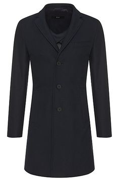 This straight-cut BOSS coat in a cotton blend with viscose is characterised by its smoothly falling fabric. The slightly textured quality gives this men's coat its timeless character, and the detachable back tab and typical lapel collar guarantee an elegant impact. Ideal for casual business looks.