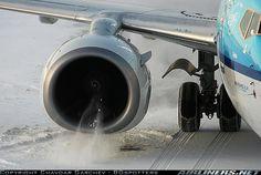 Sucking snow - KLM Boeing 737