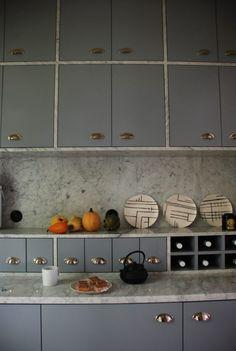 Beautiful Interior Design, Beautiful Interiors, Interior Design Inspiration, Galley Kitchens, Farmhouse Kitchens, Kitchen Interior, Cool Furniture, Interior Architecture, Countertops