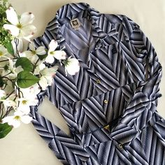 Anne Klein Shirt Dress & Belt Super chic shirt dress in a geometric navy& white print. Buttons all the way down front & at cuffs w/ small gold buttons. Embroidered AK emblem on left chest. Has side loops to hold navy skinny belt (included). Straight, shift silhouette. Sz XS, fits TTS. EUC, No notable flaws. Offers considered. ❌no offsite transactions Anne Klein Dresses