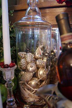 C Kaitlynne Strange. nest full of eggs: holiday ideas house Christmas Love, Vintage Christmas, Christmas Ideas, Elegant Christmas, Basket Labels, Vintage Lockers, Window Planters, Shredded Paper, Ornament Hooks