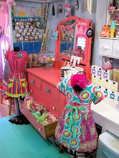 I am so in love with her studio, eclectic and fun and bright. LOVE!