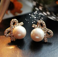Vintage Pearl Bow Earring