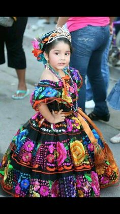 Princess in the traditional costume of Chiapas, Mexico. Best of Chiapas… Mexican Birthday, Mexican Party, Mexican Style, Mexican Heritage, Mexican Fashion, Beautiful Children, Beautiful People, Mode Boho, Mexican Dresses