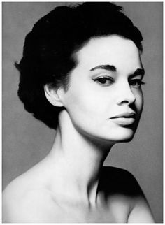 Gloria Vanderbilt, New York, December 1953. Photographed by Richard Avedon.
