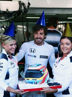 Fernando Alonso, McLaren celebrates his 35th birthday with a cake from the team 2016/07/27 to 2016/07/31 Hockenheim