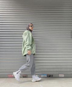 Instagram: suhedaaat Modest Fashion Hijab, Modern Hijab Fashion, Street Hijab Fashion, Casual Hijab Outfit, Hijab Fashion Inspiration, Korean Girl Fashion, Tomboy Fashion, Muslim Fashion, Mode Streetwear
