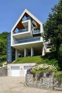 glass-elevator-multiple-levels-slope-house-3.jpg