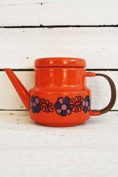 hoe cute is dit theepotje uit de diane serie van brabantia???? www.sugarsugar.nl