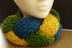 Super Easy Knit Scarf.  I would like to see this long in an infinity scarf.