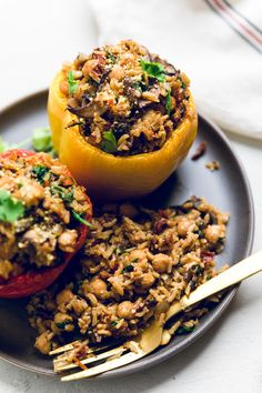 Switch up tradition vegan stuffed peppers with these vegan tuscan stuffed peppers Chickpeas sun dried tomatoes and mushrooms make a delicious combination that s still simple but a bold change from traditional flavors Italian Stuffed Peppers, Vegetarian Stuffed Peppers, Kale Recipes, Mexican Food Recipes, Ethnic Recipes, Garlic Butter Rice, Vegan Chorizo, Vegan Burrito Bowls, Onion Vegetable