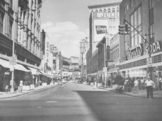 baltimore 1960s images | BaltimoreViews.  awww...there's Reads drugstore, where Mom and I would have our usual lunch during a day of intense shopping-