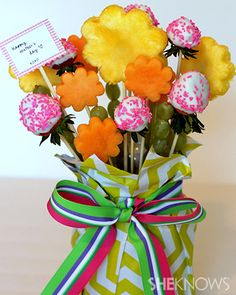Edible fruit bouquet that kids' can make from Mother's Day