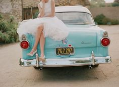 Cute vintage car, in tiffany blue! :D