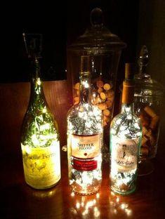 ビンの中にLEDのデコレーションランプをぎっしりつめたナイトランプ。ワインの空き瓶などを利用して、気軽にまねできるアイデアです。