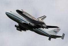 Thousands gathered today to watch space shuttle Discovery take its last flight, lifted by Boeing 747 to a permanent resting place at Dulles International Airport. There, it will go on display at the National Air and Space Museum's Udvar-Hazy Center. Air And Space Museum, Science Geek, Great Pic, Boeing 747, Space Shuttle, Space Exploration, Best Photographers, Military Aircraft, Planets