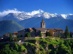 The Nicest Pictures: Bellver de Cerdanya Barcelona, Story Setting, Terra, Wander, The Good Place, Cool Pictures, Country, Architecture, World
