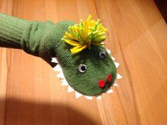 Die Geschichte vom kleinen grünen Monster – oder – Ich war eine Tennissocke – Lilamalerie.de Sock Puppets, Finger Puppets, Diy And Crafts, Crafts For Kids, Arts And Crafts, Craft Kids, Puppet Crafts, Sock Toys, Puppet Making