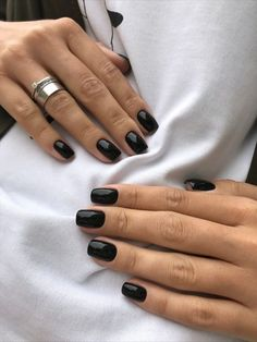 black nails with glitter ; black nails with rhinestones ; black nails with accent nail Cute Short Nails, Cute Nails, Pretty Nails, Black Nails Short, Hair And Nails, My Nails, Manicure For Short Nails, Short Gel Nails, Manicure Ideas