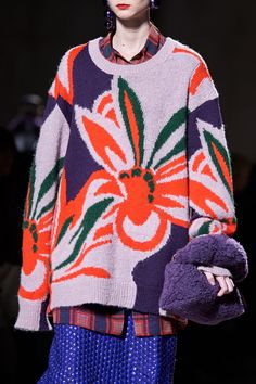 The complete Dries Van Noten Fall 2020 Ready-to-Wear fashion show now on Vogue Runway. Fashion 2020, Runway Fashion, High Fashion, Fashion Show, Fashion Design, Knitwear Fashion, Knit Fashion, Sweater Fashion, Dries Van Noten