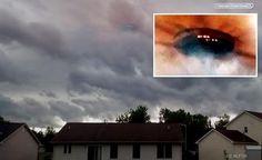 Um enorme UFO aparece antes de uma Tempestade Michigan, EUA 02 de Agosto 2015