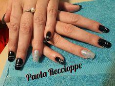 Uñas esculpidas color negro y plata - Paola Reccioppe