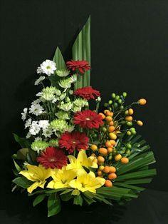 Selecting The Flower Arrangement For Church Weddings Funeral Floral Arrangements, Easter Flower Arrangements, Creative Flower Arrangements, Beautiful Flower Arrangements, Unique Flowers, Amazing Flowers, Altar Flowers, Church Flowers, Flores Do Altar