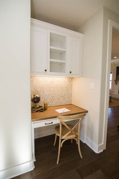 Reece Homes is building exceptional new homes in and around Bryan / College Station, Texas. Study Nook, Kids Study, Bedroom Built Ins, Bedroom Corner, Paper Backdrop, Kid Desk, Small Apartment Decorating, Kid Spaces, Small Apartments