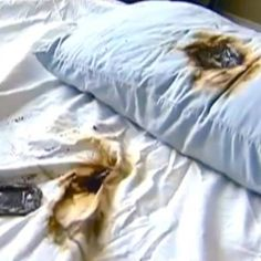 Galaxy S4 BURSTS INTO FLAMES While Under Teen's Pillow