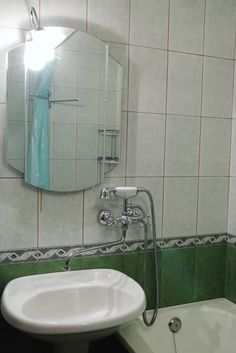 White Sink With Combined Faucet And Handheld Showerhead