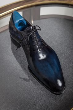 News of the (bespoke) bootmaking world – Parisian Gentleman Berluti Bespoke 14 Hot Shoes, Blue Shoes, Men's Shoes, Shoe Boots, Shoes Men, Estilo Cool, Gentleman Shoes, Fashion Shoes, Mens Fashion