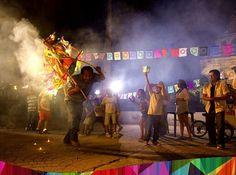 Torito Pinto. Tradicional en la celebración de las fiestas patronales de Antiguo Cuscatlán en recordación a los santos niños inocentes. La Libertad, El Salvador.