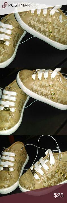 Michael kohrs infant girls tennis shoes size 6 Brand new Michael Kors Shoes Baby & Walker