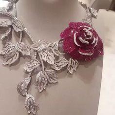 Taylor's Van Cleef & Arpels ruby and diamond ring Ruby And Diamond Necklace, Diamond Pendant Necklace, Diamond Jewelry, Diamond Necklaces, Gold Necklaces, High Jewelry, Modern Jewelry, Luxury Jewelry, Bijoux Or Rose
