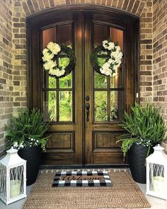 Farmhouse Porch Decorating Ideas to Show Off This Season – HARP POST - rustic farmhouse front door Front Door Porch, Front Door Entrance, Front Door Decor, Double Front Entry Doors, Front Porch Decorations, Fromt Porch Ideas, Fromt Porch Decor, Double Door Wreaths, Diy Front Porch Ideas