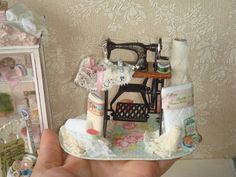 Dollhouse DELUXE sewing machine and complements. 1:12 dollhouse miniature sewing.