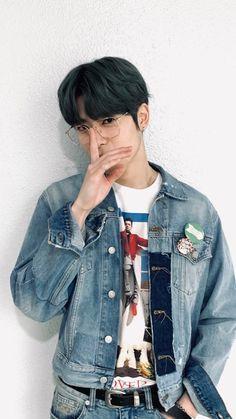 NCT Wallpapers — What a busy man Nct 127, Nct Life, Jung Yoon, Jung Jaehyun, Jaehyun Nct, Kpop Guys, Beautiful Asian Girls, Boyfriend Material, Taeyong