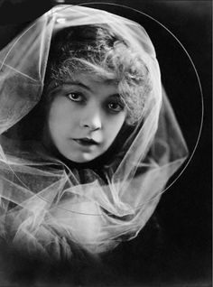 Silent movie star Lillian Gish from The Birth of a Nation (Source & copyright:Some rights reserved by Jack's Movie Mania)
