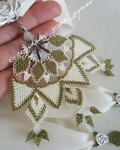 This Pin was discovered by gül Scarf Jewelry, Needle Lace, Bargello, Needlework, Diy And Crafts, Crochet Earrings, Pendants, Dresses, Lace