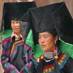 China   Black Yi women. Between Lijjang and Lugu Lake.  Yannan   ©Mathilde S.
