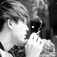I like his style of smoking, very sexy. But do not forget your health Leader @toru_10969  #taka #toru #tomoya #ryota #oneokrock #ambitions